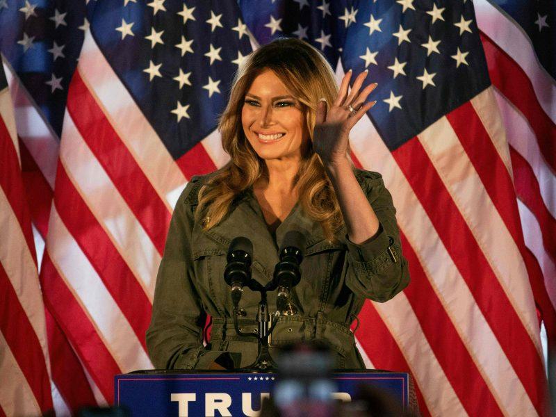 """Melania Trump paragino amerikiečius balsuoti už """"sėkmingą ir sąžiningą"""" jos vyrą"""