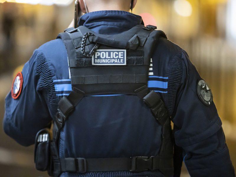 Dar vienas išpuolis Prancūzijoje: Avinjone užpulti policininkai
