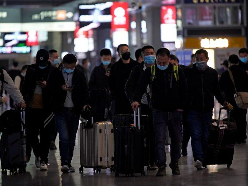 Dėl Šanchajuje užfiksuoto koronaviruso protrūkio atšaukti šimtai skrydžių