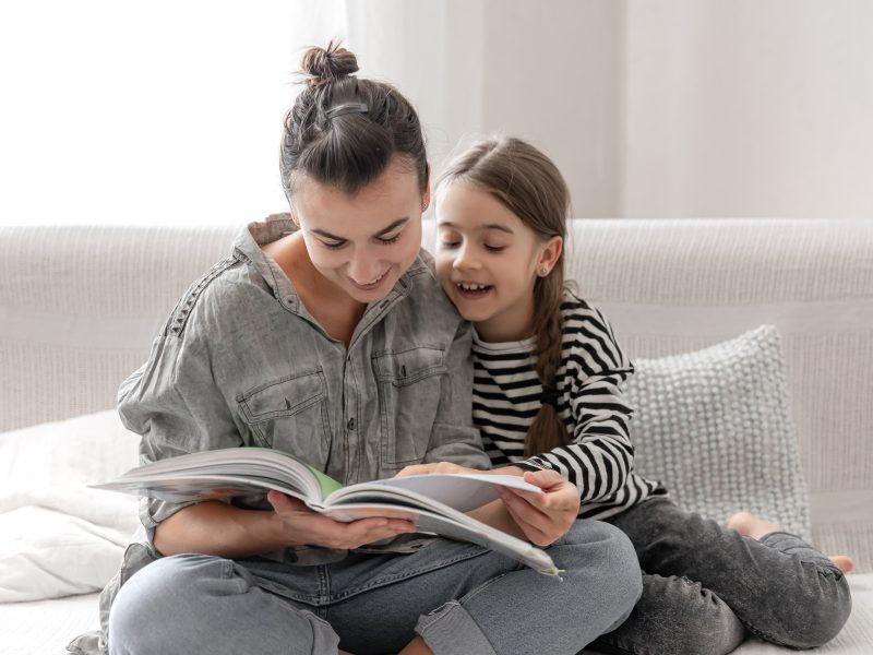 """Septintą kartą vyksianti akcija """"Lietuva skaito"""" kviečia: skaitymo tradiciją kurkime šeimose"""