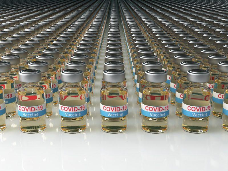 Pasaulyje jau pagaminta daugiau kaip 1 mlrd. vakcinos nuo COVID-19 dozių