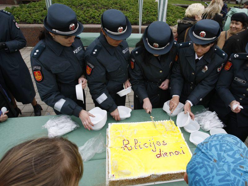 Aiškinamasi, dėl ko paryčiais, švęsdami Policijos dieną, susipešė pareigūnai