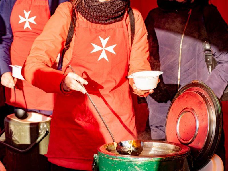 """Senelių paramos akcija """"Maltiečių sriuba"""" Klaipėdoje"""