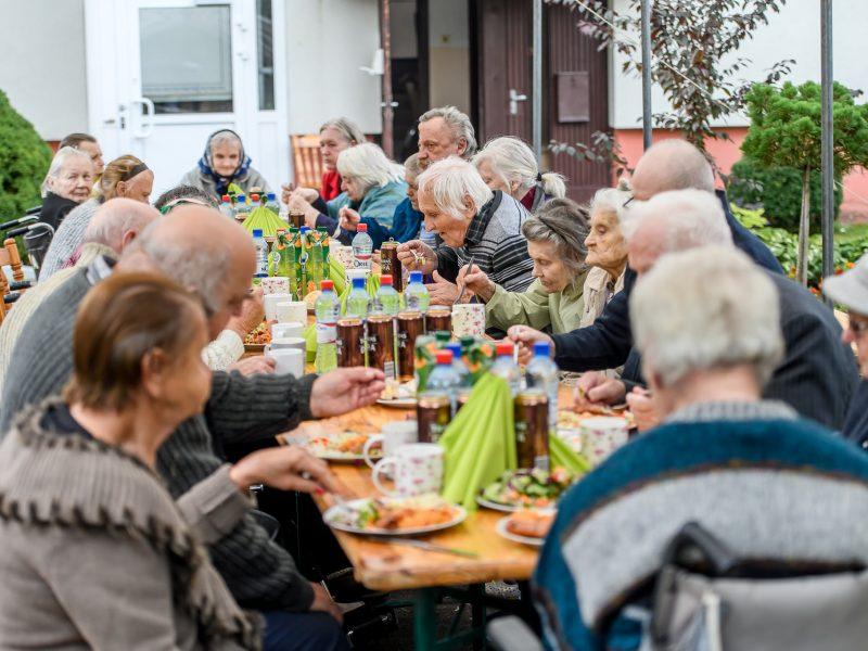 Čekiškėje – turkiško maisto šventė seneliams: restoranas surengė socialinę akciją