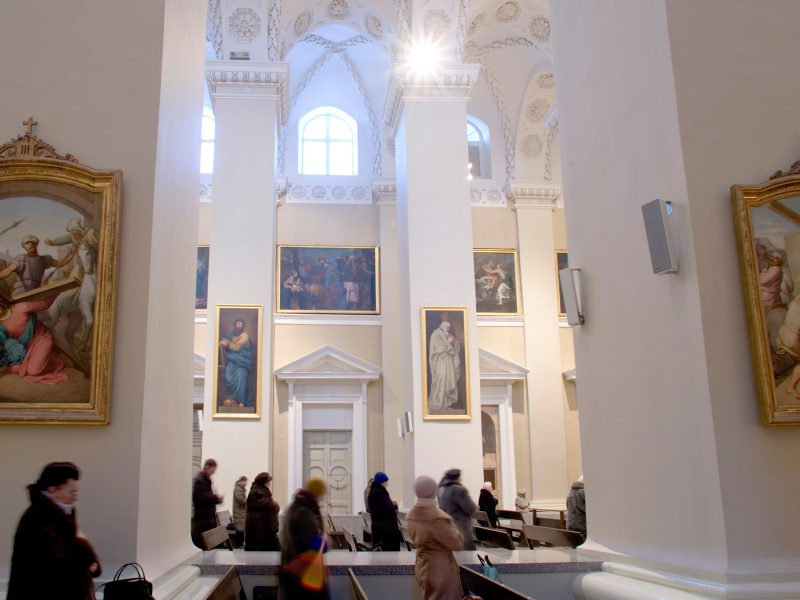 Vyskupai šią savaitę spręs, ar atnaujinti viešas pamaldas bažnyčiose