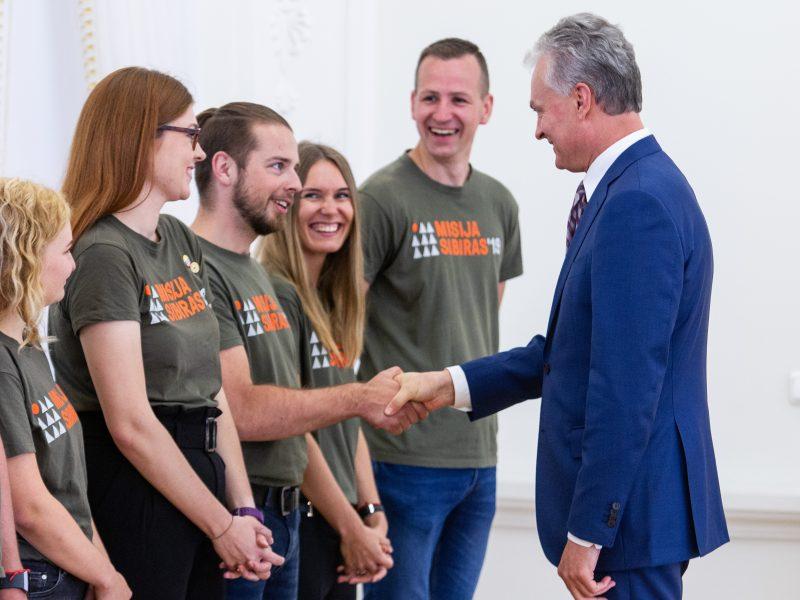 """G. Nausėda susitiko su projekto """"Misija Sibiras"""" dalyviais"""