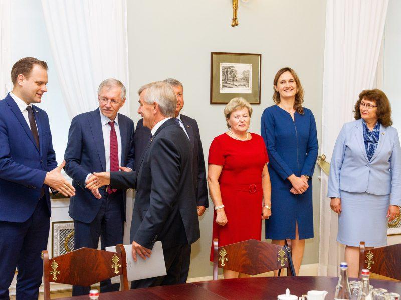 Siūlo viešai transliuoti Seimo seniūnų sueigos ir valdybos posėdžius
