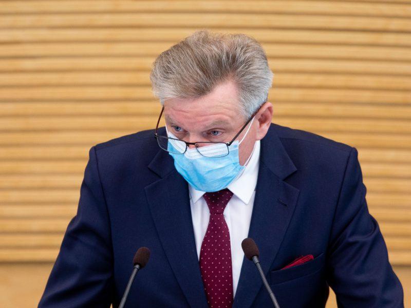J. Narkevičius aiškinosi iš Seimo tribūnos: neketinu atsistatydinti