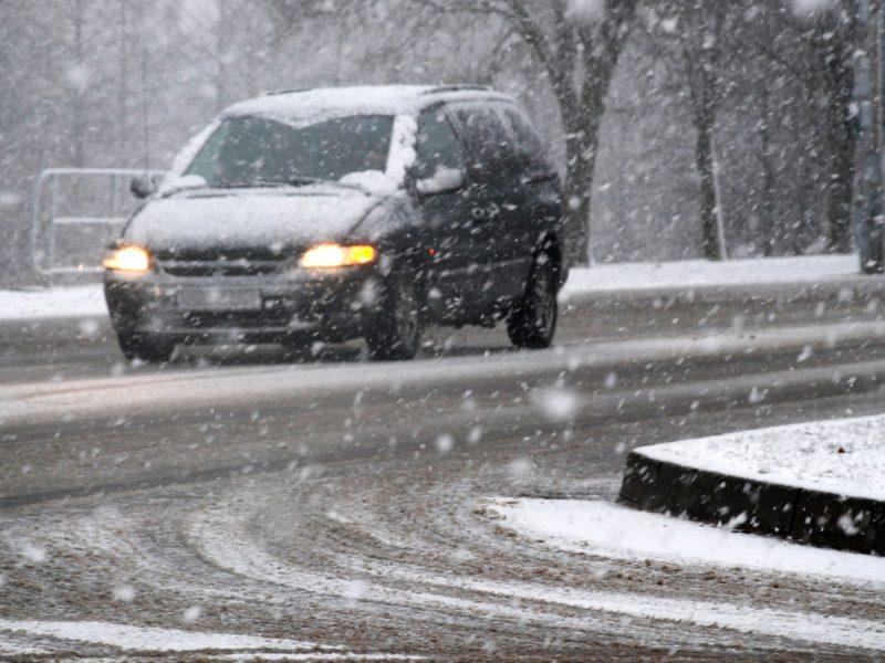 Kelininkai: eismo sąlygas naktį sunkins gūsingas vėjas ir plikledis