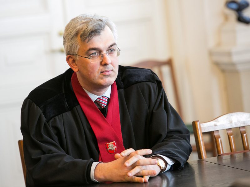 Teismas nuo politinės korupcijos bylos nenušalino prokuroro J. Lauciaus