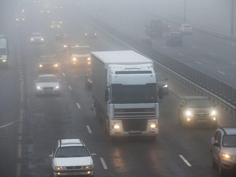 Vairuokite atsargiai: naktį eismo sąlygas sunkins plikledis ir rūkas