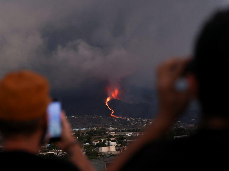 Dėl ugnikalnio išmesto pelenų debesies uždarytas La Palmos oro uostas