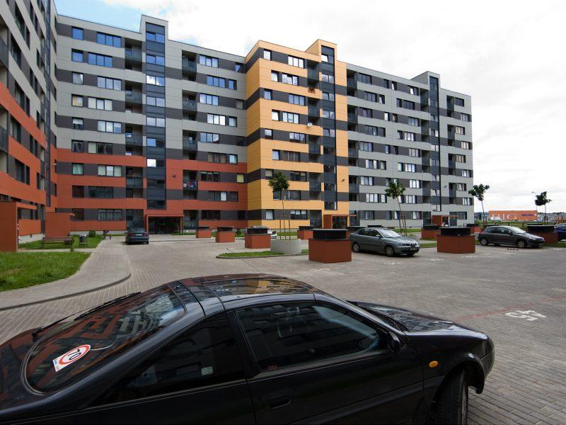 Vilniuje automobilis partrenkė staiga į gatvę įbėgusią penkiametę