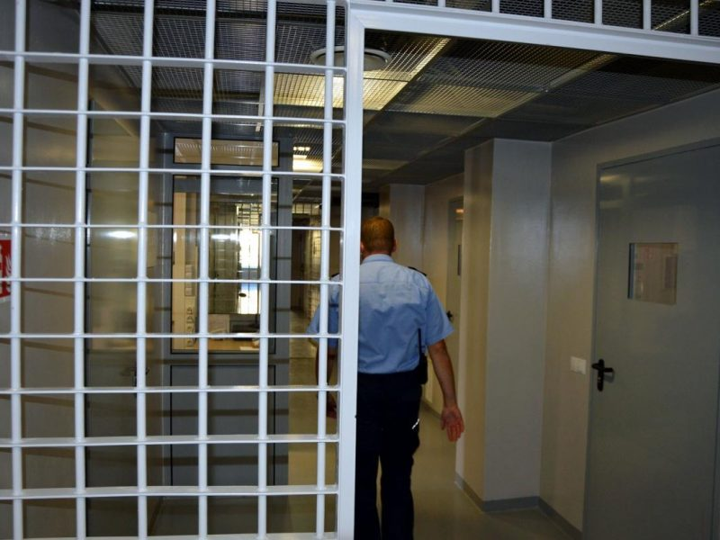 Vilniaus pataisos namuose izoliuoti pareigūnus užsipuolę kaliniai