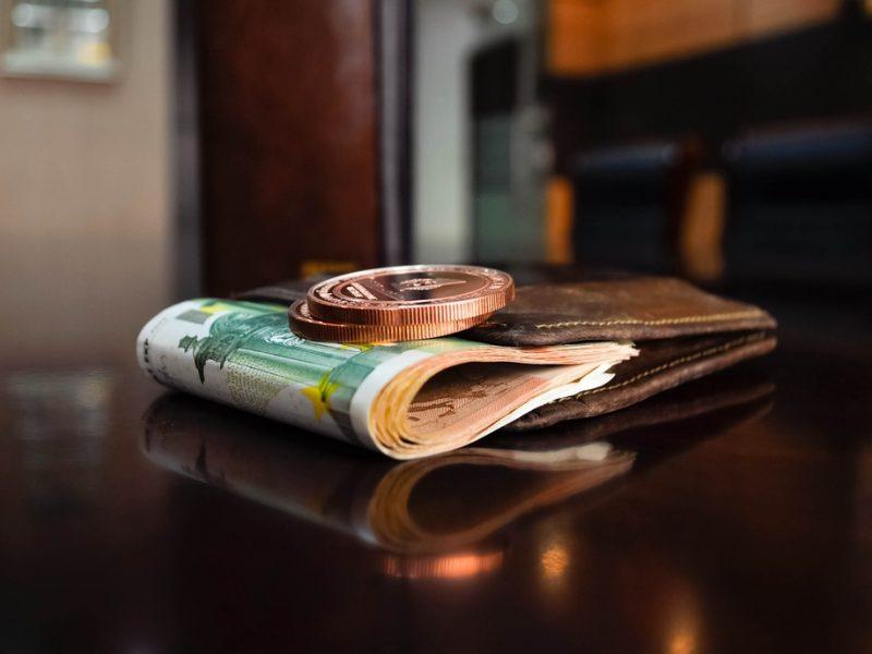 Atsiliekame: ir Latvijoje, ir Estijoje vidutinis atlyginimas didesnis nei 1000 eurų