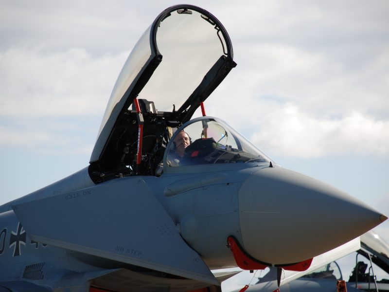 NATO naikintuvai tris kartus lydėjo Rusijos karinius orlaivius