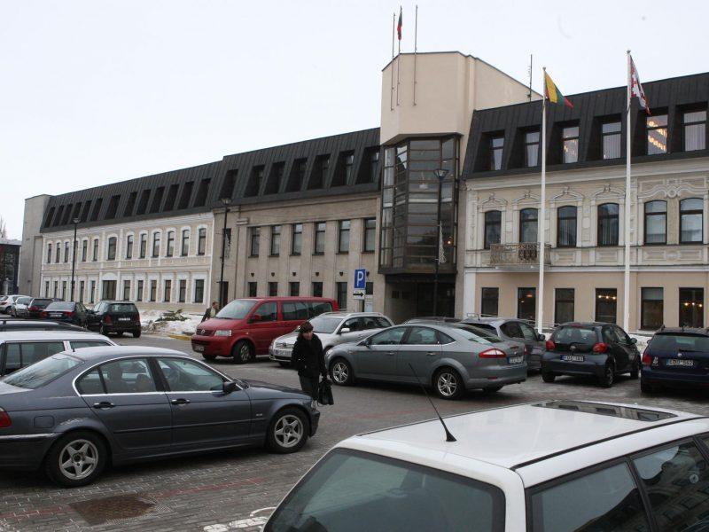 Teismas nepagailėjo baldais nemokamai apsirūpinusios valdininkės