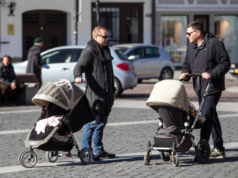 Tėvai galės pasirinkti, kada jie nori imti mėnesio tėvystės atostogas