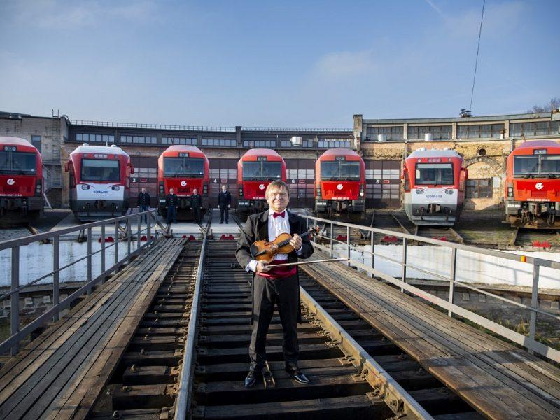 Lietuva sveikina Lenkiją: himną atliko septyni lokomotyvai <span style=color:red;>(išgirskite!)</span>