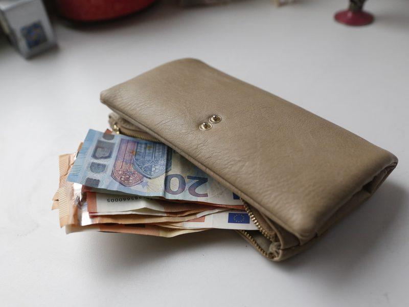 Biudžetininkų algoms didinti kitąmet papildomai žadama skirti beveik 400 mln. eurų