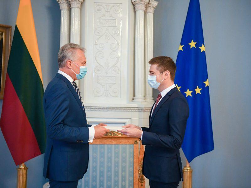 Prezidentas įteikė skiriamuosius raštus Lietuvos ambasadoriui Čekijoje
