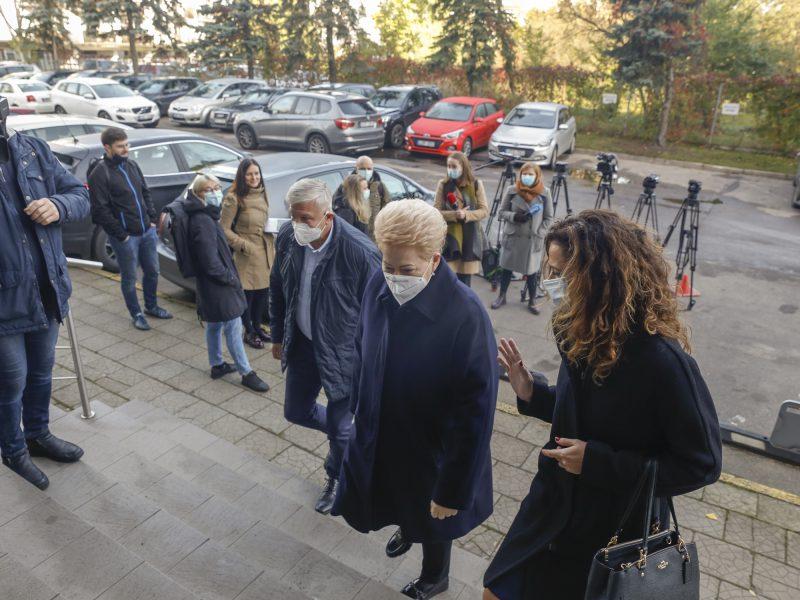 Iš anksto balsavo D. Grybauskaitė