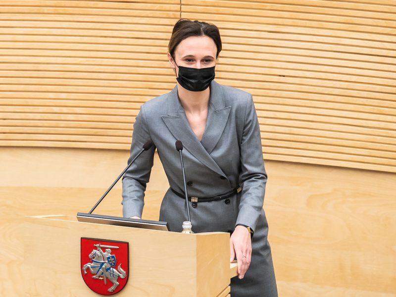 """Seimo vadovė: """"valstiečiai"""" siekia nukreipti dėmesį nuo neįgyvendintų skambių užmojų"""