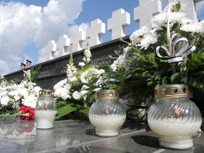 Atminimo ir maldos vakare bus pagerbiami Medininkuose žuvę pareigūnai