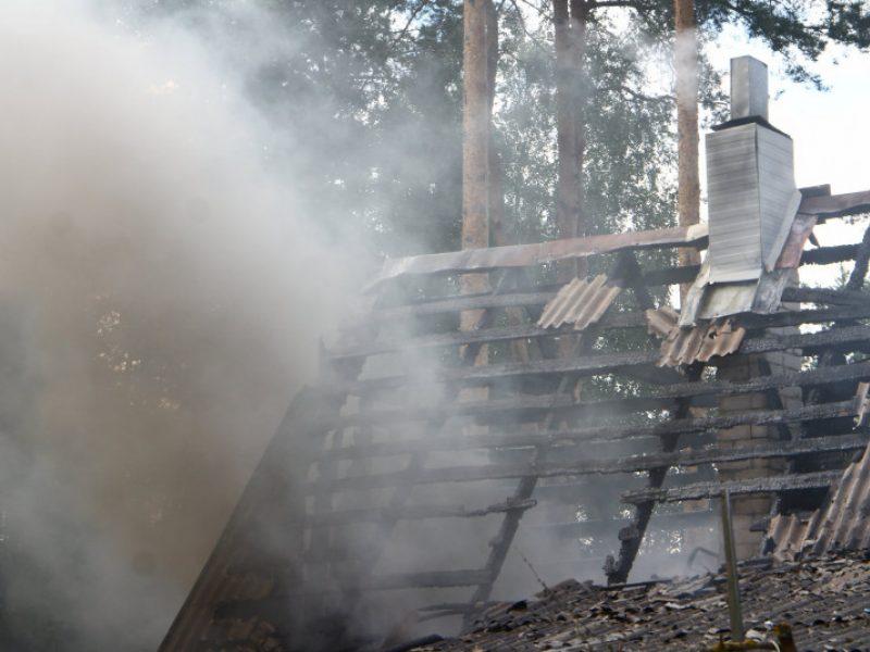 Teisiamųjų suole – sugyventinės ir jos motinos nužudymu bei jų namo padegimu kaltinamas vyras