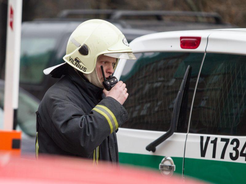 Nelaimė Vilniuje: dega mūriniai sandėliukai