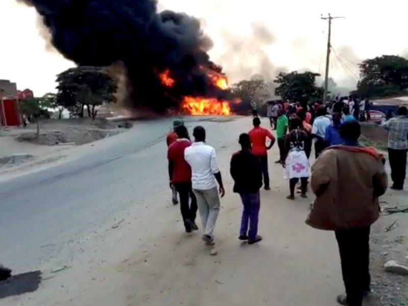 Ugandoje sprogus benzinvežiui žuvo 19 žmonių