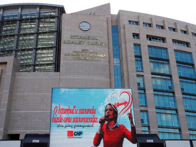Stambulo opozicijos lyderei skirta beveik 10 metų kalėjimo bausmė
