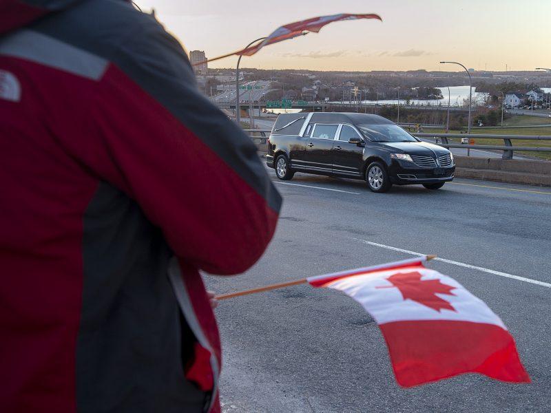 Aptikti prie Graikijos krantų įvykusios Kanados sraigtasparnio katastrofos aukų kūnai