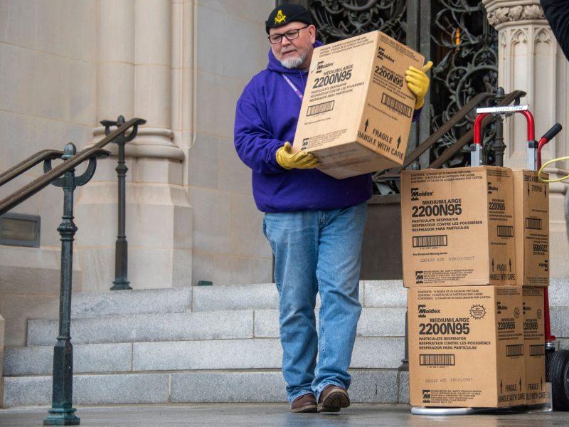 Pasakėlės iš rūsio: Vašingtono katedra atkasė 5 tūkstančius respiratorių