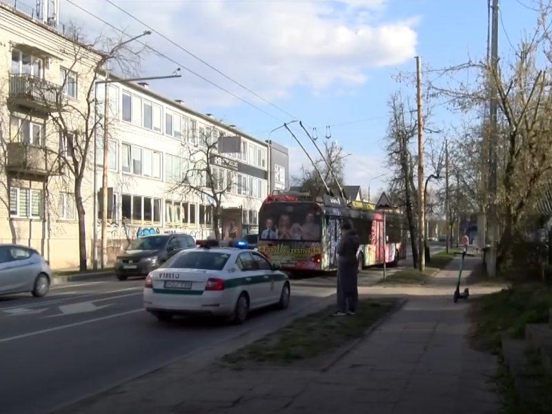 Vilniuje troleibusas susidūrė su paspirtuku