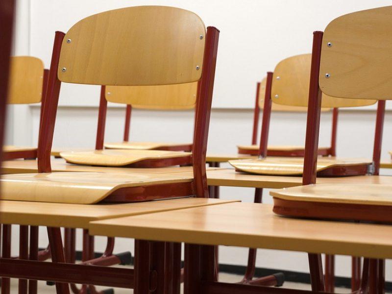 Honkonge dėl naujų COVID-19 atvejų šuolio uždaromos mokyklos