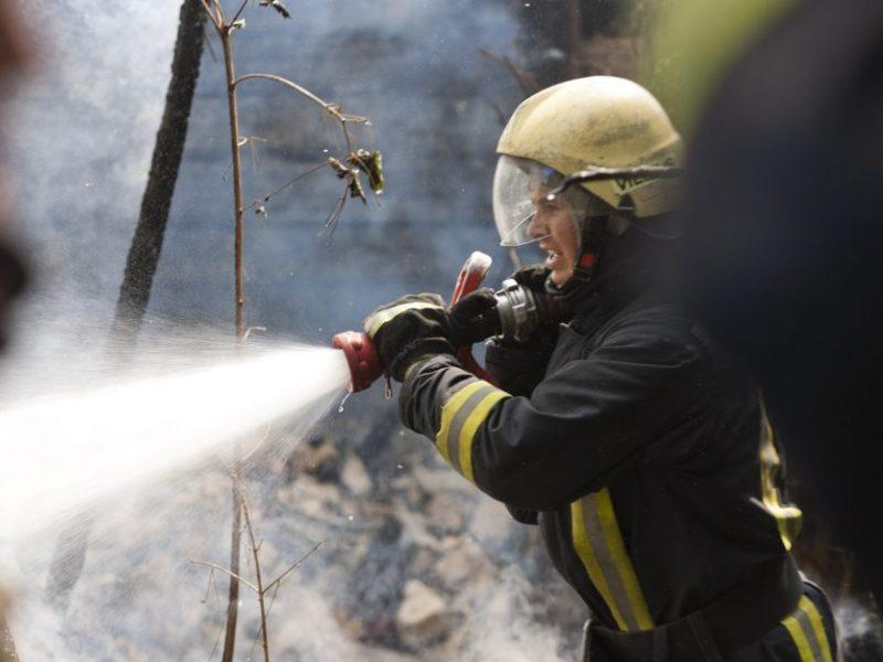 Jurbarko rajone atvira liepsna dega namas