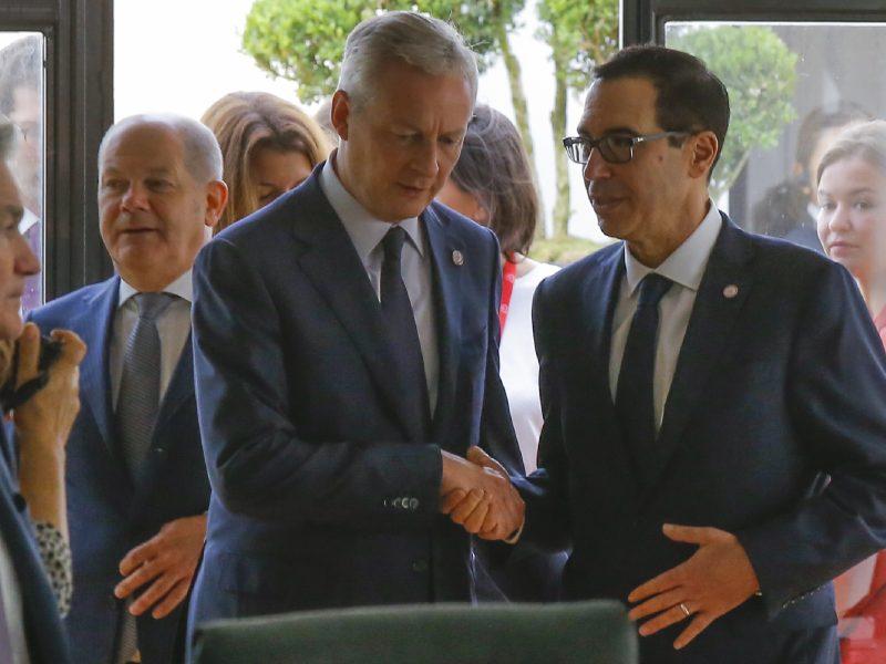 """Prancūzijoje G7 ministrai susitarė apmokestinti """"Facebook"""" ir """"Google"""""""