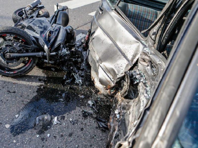 Tragiškas rytas Aukštadvaryje: per avariją žuvo jaunas motociklo vairuotojas