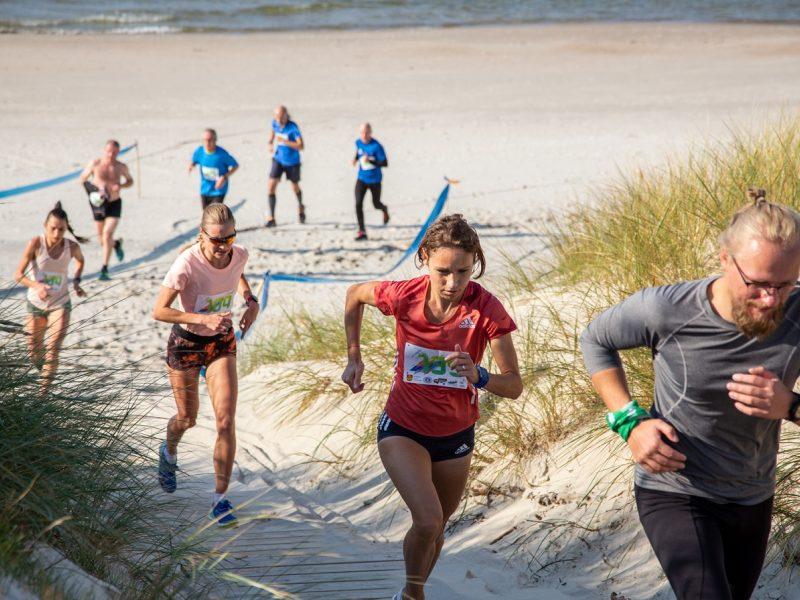 Jūrmylėmis matuojamą bėgimo varžybų trasą įveikti panoro rekordinis skaičius žmonių