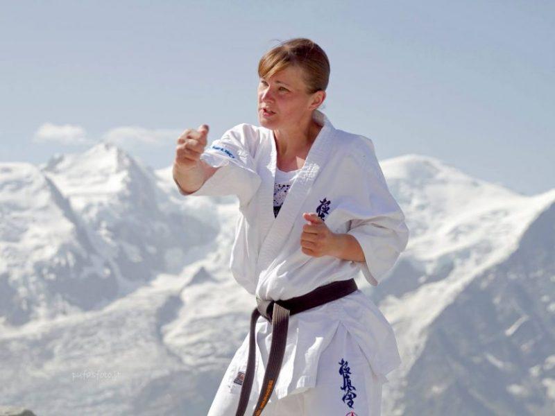 Pilno kontakto karatė kovotojai sezoną užbaigė triguba pergale Bulgarijoje
