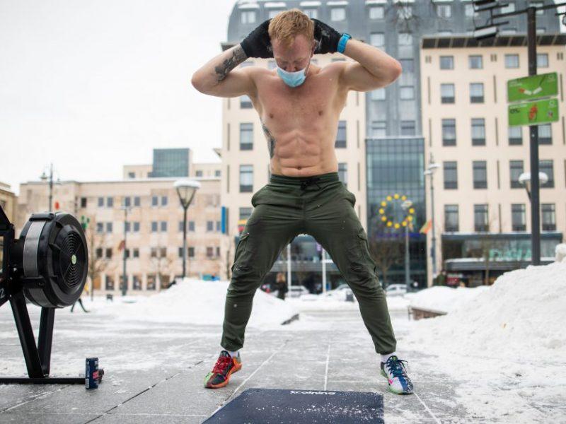 Sveikatos apsaugos ministras žada nagrinėti sportininkų prašymą treniruotis viduje
