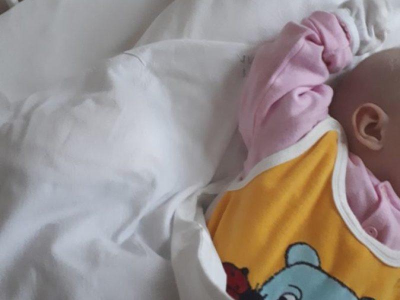 Panevėžyje į ligoninę paguldytas kūdikis: įtariama, kad jis apsinuodijo smalkėmis