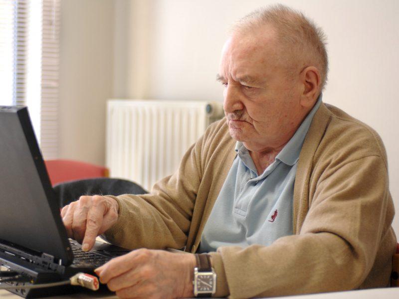 Nauja tendencija: senjorai įvaldė feisbuką ir taip atitolina vienatvę