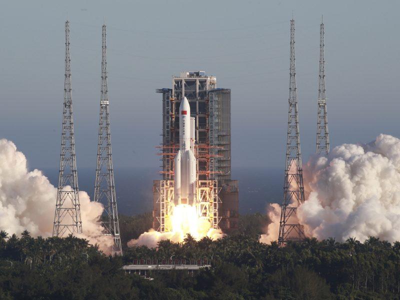 Pekinas: naujasis Kinijos eksperimentinis erdvėlaivis veikia normaliai