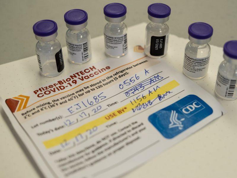"""Gamintojai: """"Pfizer/BioNTech"""" vakciną galima laikyti ir 15-25 laipsnių šalčio temperatūroje"""