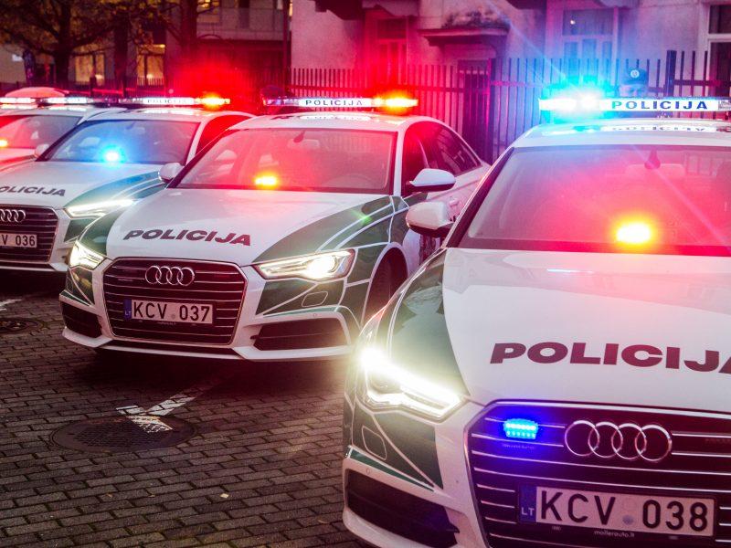 Policininkas automobiliu pervažiavo pėsčiojo pėdą