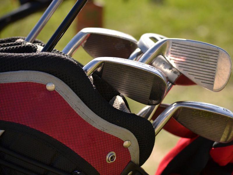 Itin keista nelaimė: po golfo automobiliukų susidūrimo nuskendo du vyrai