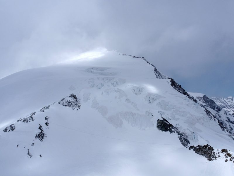 Šveicarijos Alpėse siautėjo audra, yra žuvusiųjų