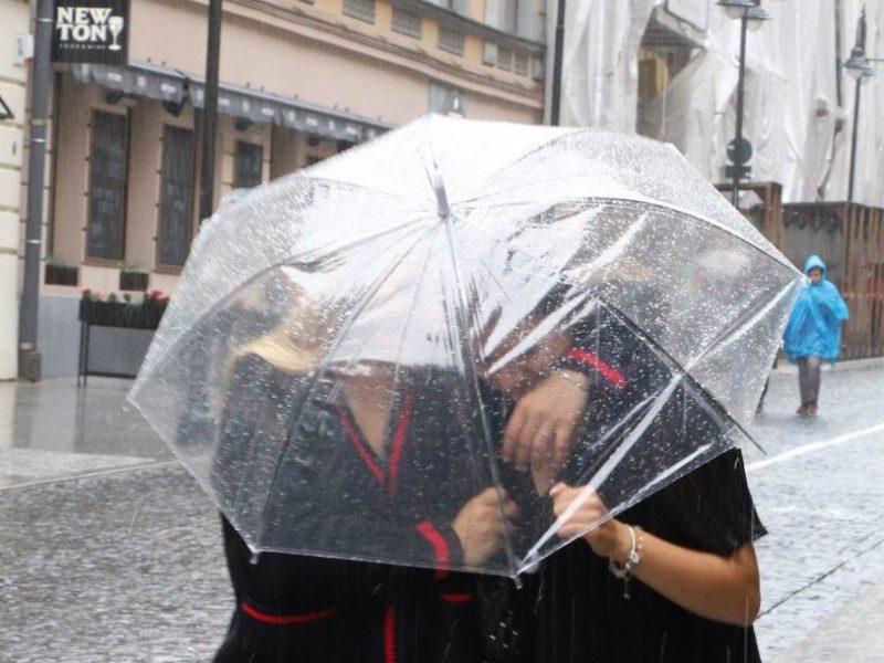 Nepamirškite pasiimti skėčių: į Lietuvą atslinks lietingesni orai